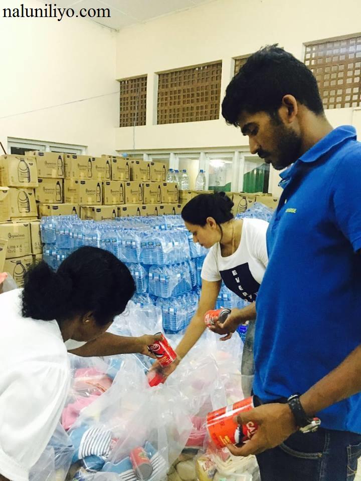 Janaki Wijerathne donating to flood affected