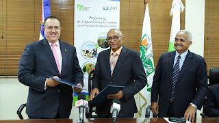 JAD y DGII firman acuerdo para educación tributaria a productores agropecuarios