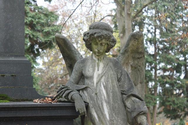 Engelfigur auf dem Friedhof