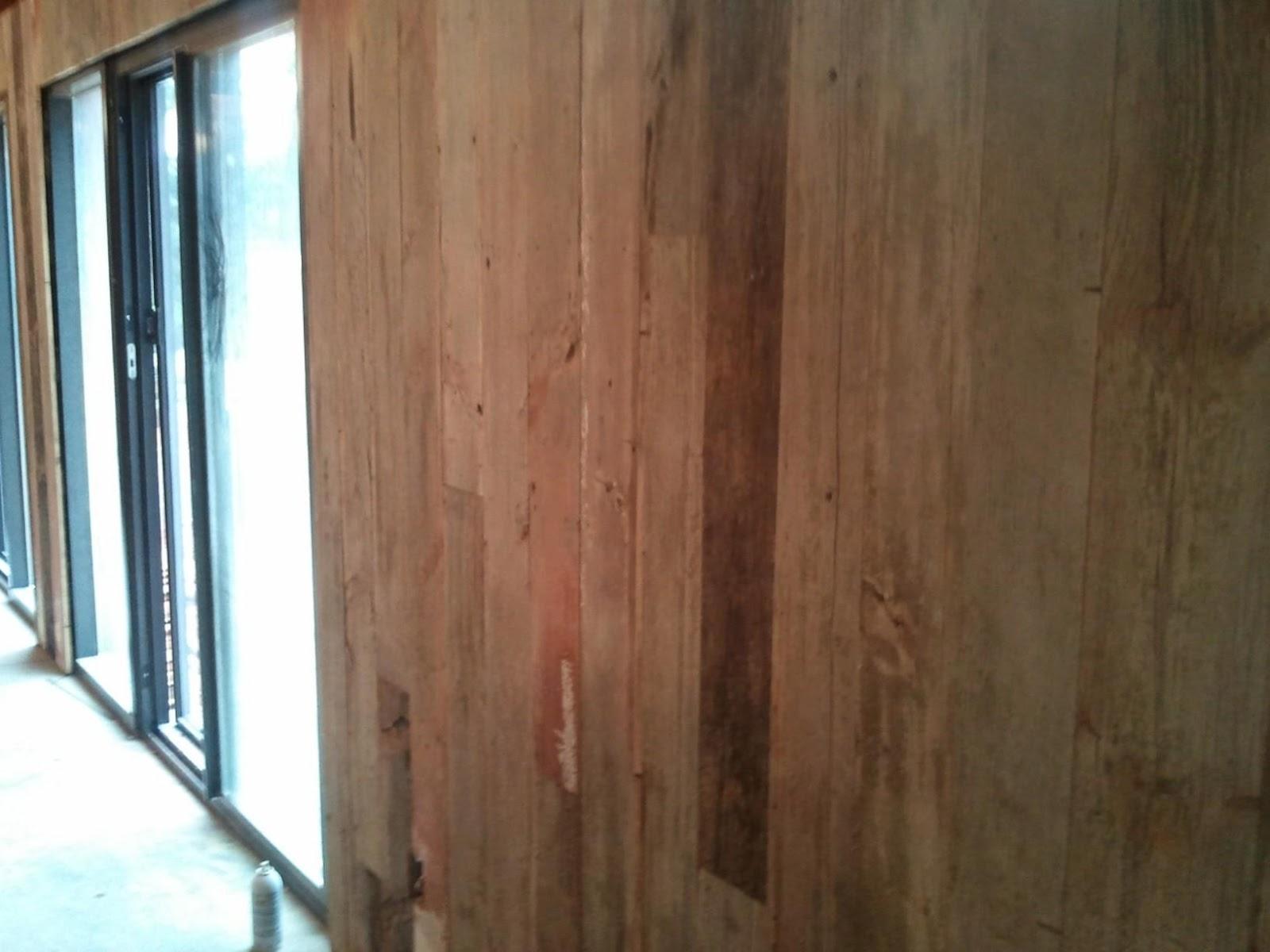 Timber Springs Lodge: Barn Wood Wall Paneling