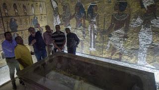 اكتشاف غرفة سرية في مقبرة توت عنخ آمون