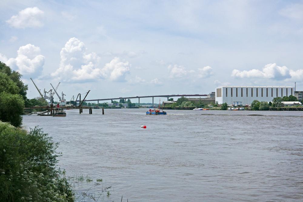 La Loire ainsi que l'activité économique du fleuve vu du village de pêcheurs de Trentemoult