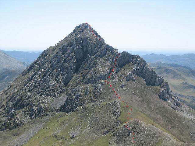 Rutas Montaña Asturias: Subiendo Peña Ubiña, vista del descenso de Peña Ubiña Pequeña