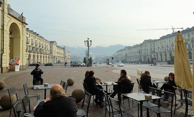 Caminhada pela Piazza Vittorio Veneto em Turim