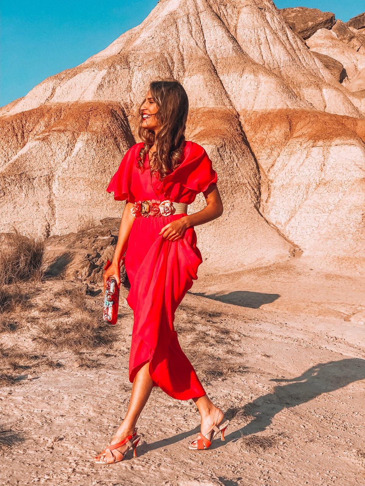como combinar vestido rojo de fiesta