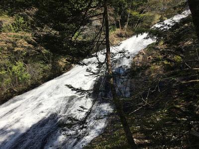 湯滝の中間部