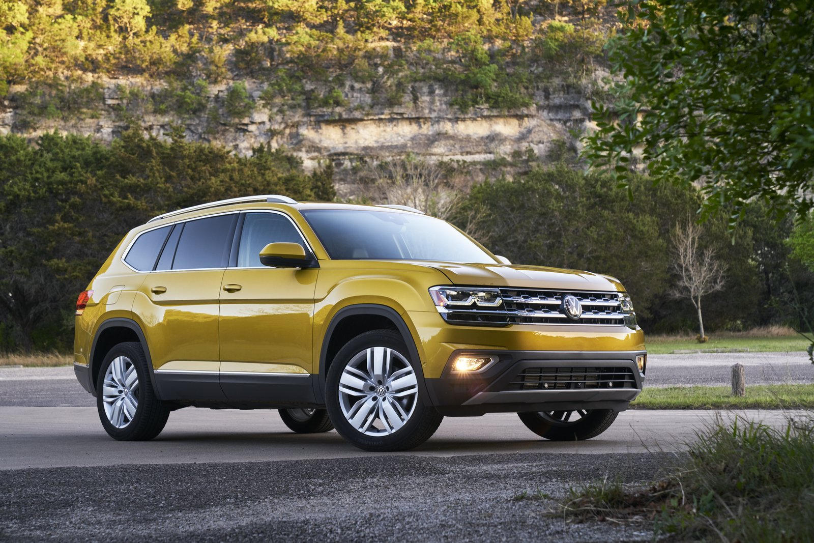 vw confirms plans for 19 crossovers globally carscoops. Black Bedroom Furniture Sets. Home Design Ideas