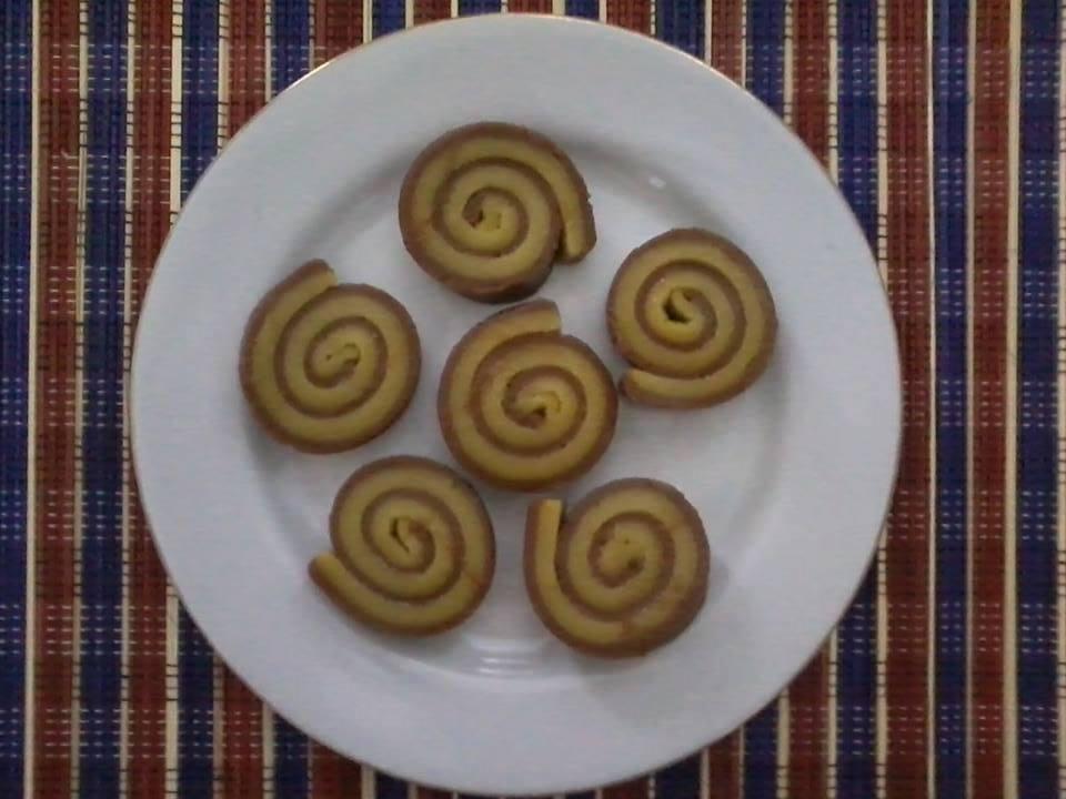 Resep Cake Kukus Labu Kuning Lapis Coklat: KUE LAPIS BERAS LABU KUNING & COKLAT MODEL GULUNG