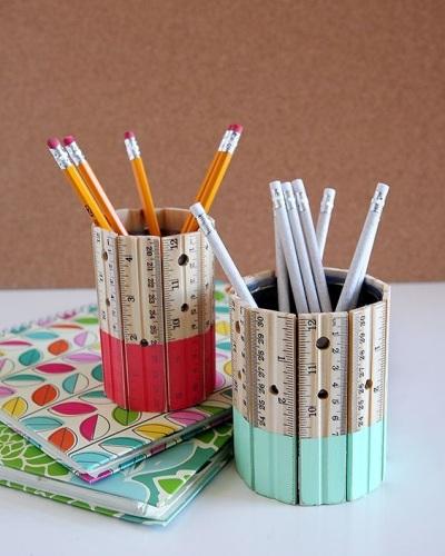 Tempat pensil terbuat dari penggaris kayu
