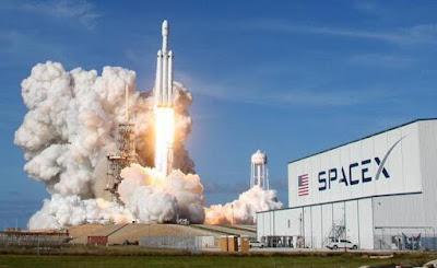 Space Rocket bisa digunakan untuk memindahkan manusia ke planet lain. Who knows ?