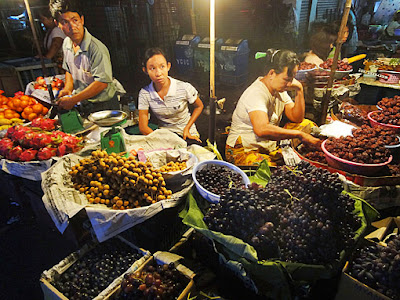 Burmese nightlife shopping