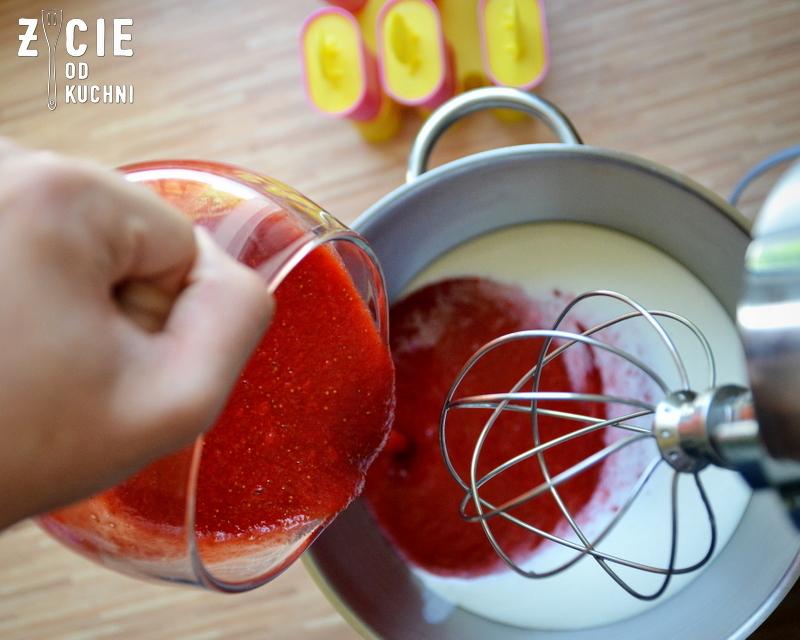 lody, lody domowe, truskawki, domowe lody truskawkowe, domowe lody, mus truskawkowy, jak zrobic lody, jak zrobic domowe lody, lodowe desery, przepisy z truskawkami, zycie od kuchni