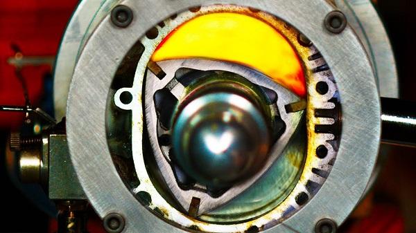 Así funciona un motor rotativo o Wankel (video)