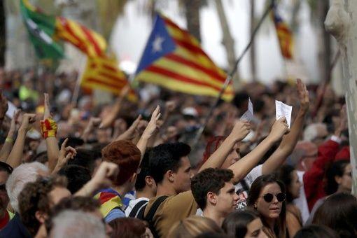 Protestas en Cataluña por operaciones contra referendo