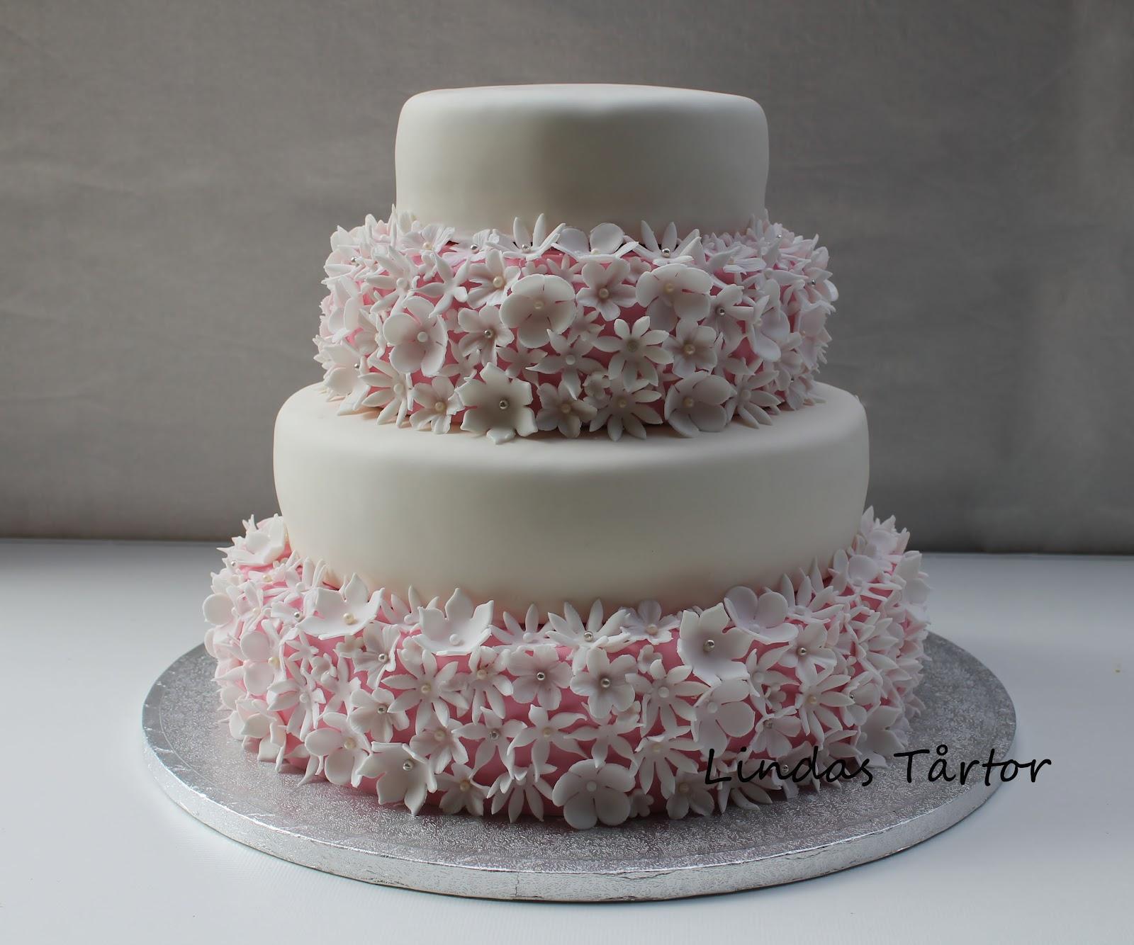 cc005a0f2a68 Lindas Tårtor: Bröllopstårta med blommor!