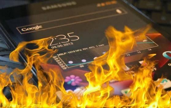 Terasa panas di bagian Baterai - Ciri-ciri Baterai Smartphone Bocor