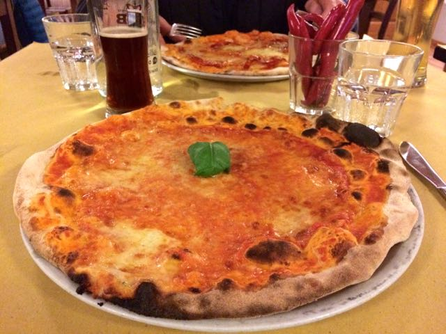 Pizza in Rome near the Vatican