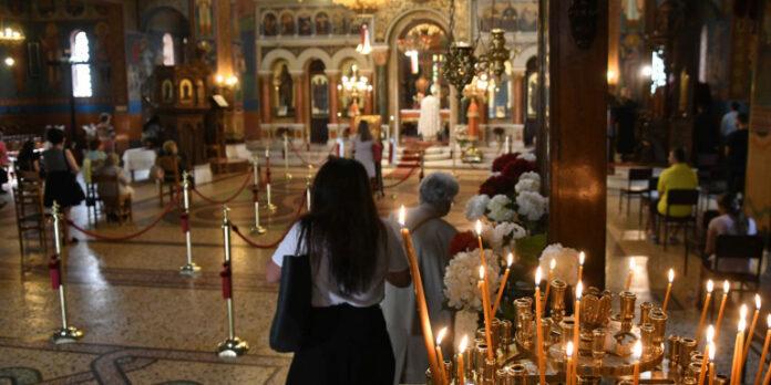 Ιερέας διέκοψε λειτουργία για πιστή που φορούσε μάσκα – «Δεν θέλω καρναβάλια»