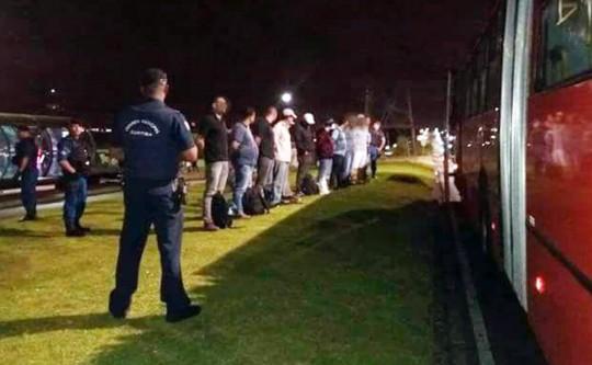 Guarda Municipal de Curitia (PR) faz operação em ônibus e aborda 178 indivíduos