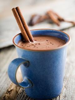 Chocolat chaud à la purée d'amande et à la cannelle