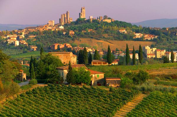 Lihat kota abad pertengahan Siena