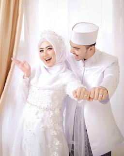 Foto prewedding muslim putih putih