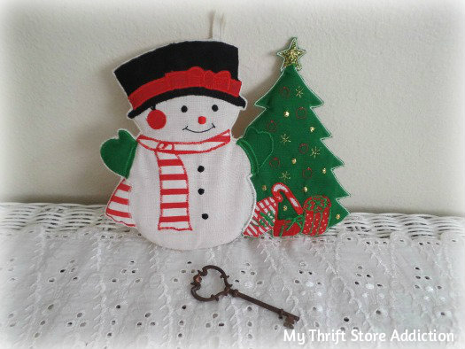 Friday's Find: Last Minute Gifts mythriftstoreaddiction.blogspot.com Vintage snowman hot pad available on Etsy: Thrift Store Addiction