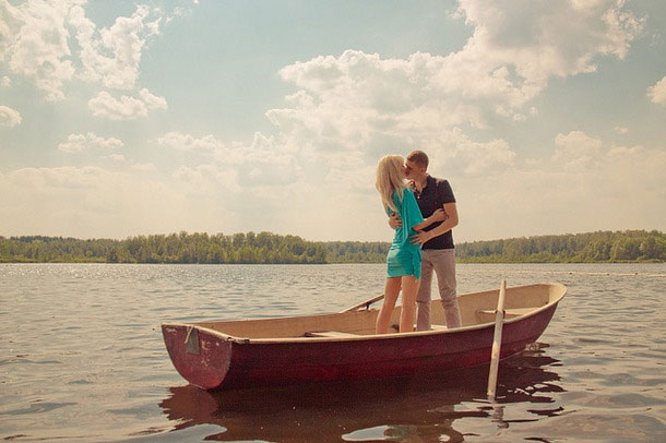 Beautiful Feel Free Love Couple Boat Images