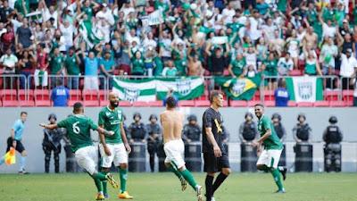 Gilsinho fez o segundo gol do jogo e levou a torcida do Gama ao delírio (Foto: Anderson Papel/Artimidia Press)