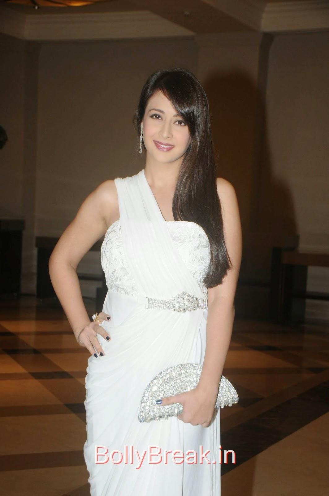 Preeti Jhangiani Pictures, Preeti Jhangiani Hot Pics in white dress from Kaash Tum Hote Trailer Launch