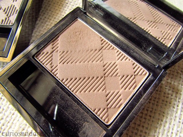 Burberry Sheer Eyeshadow, Burberry Sheer Eyeshadow review, Burberry Sheer Eyeshadow Pale Barley review, Burberry Sheer Eyeshadow Almond review