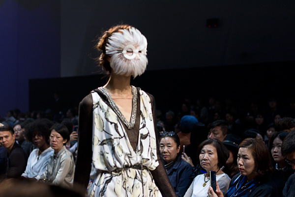 Kimdongsoon Ultimo, seoul fashion week, ss16, fashion show, runway, korean fashion,  서울패션위크, mesh top, feather mask