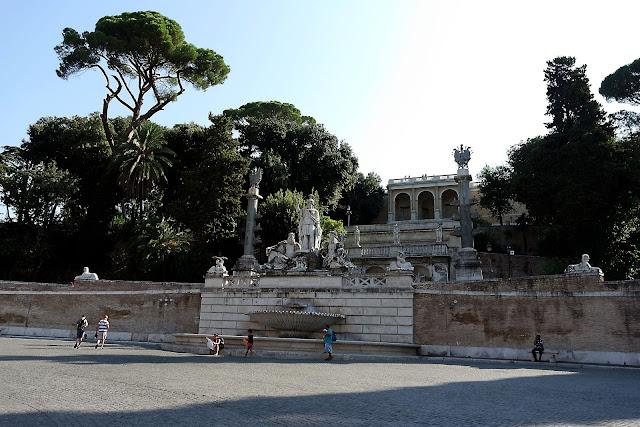 Rome, Voyage, Tridente, Trinité-des-Monts, blog, paysage, Barcaccia, fontaine, Roma, piazza, place, palmier, piazza del popolo, vlog, roadtrip, italie