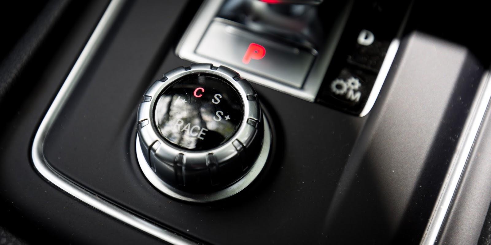 Lái xe có thể tùy chọn các chế độ lái thông qua nút bấm