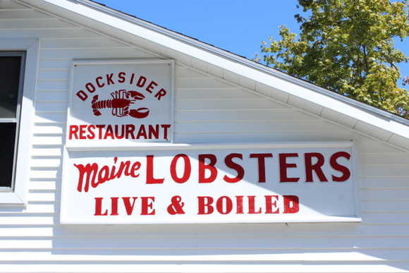 This restaurant on the dock serves up fresh Maine lobsters.