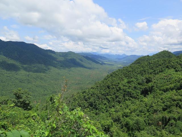 Valles y montañas en la ruta Mandalay - Inle
