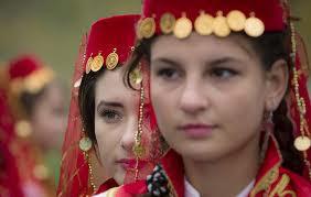 adalah salah satu suku minoritas resmi di Republik Rakyat Cina Gadis-gadis manis Suku Uyghur