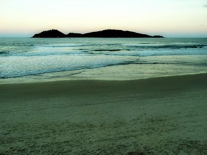 Ilha do Campeche, em Florianópolis, vista da Praia do Campeche