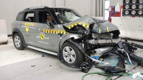 Το Νέο MINI Countryman απέσπασε 5 αστέρια στις δοκιμές του Euro NCAP