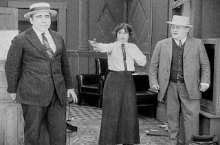 Кадр из фильма Чарли Чаплина The New Janitor (1914) - 16