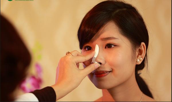Bạn nên lựa chọn chất liệu nâng mũi tốt, có độ thích ứng nhanh