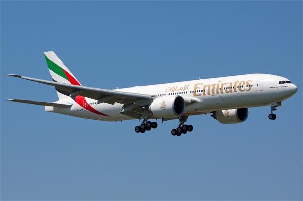 Flotte  Emirates exploite 182 avions Boeing et Airbus dont l'A380, et prévoit d'agrandir sa flotte avec 200 avions supplémentaires.