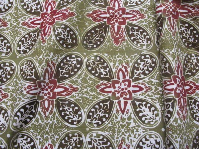 Motif dasar belah ketupat dengan bunga yang berada di tengah-tengahnya 794f67a778