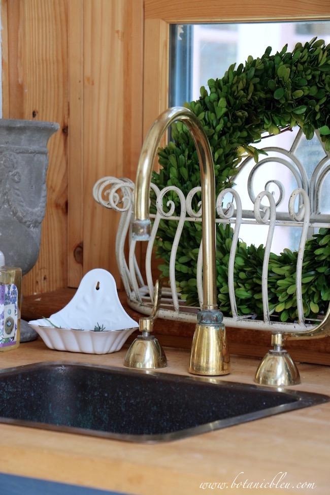 garden-shed-vintage-gooseneck-brass-faucet