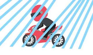 Tips berkendara motor saat hujan yang aman dan terkendali