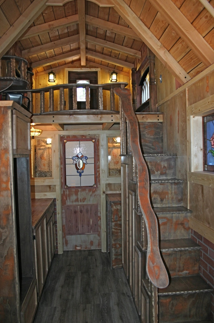 02-Molecule-Tiny-Homes-Architecture-with-a-Tiny-Home-1904-Style-www-designstack-co