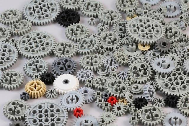 LEGO® Gears: From Samsonite To Splat!