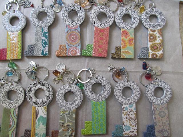 מחזיקי מפתחות, הילה בושרי,hillovely, סדנאות יצירה, סדנאות פימו,סדנאות חימר פולימרי, סדנאות למבוגרים, מחזיקי מפתחות מפימו, מתנות