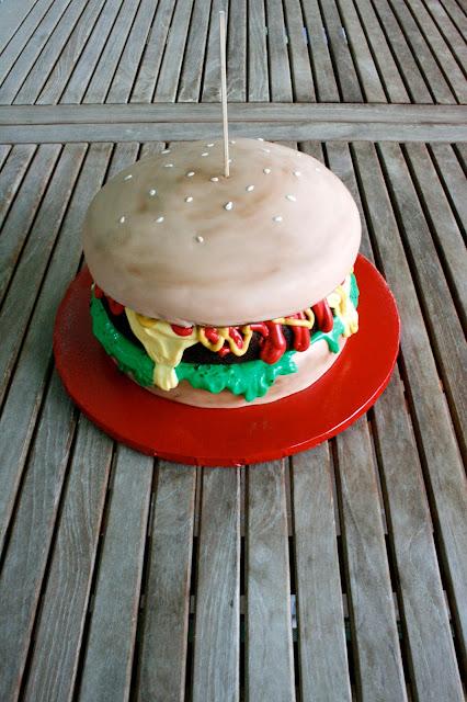 Tarta hamburguesa de fondant