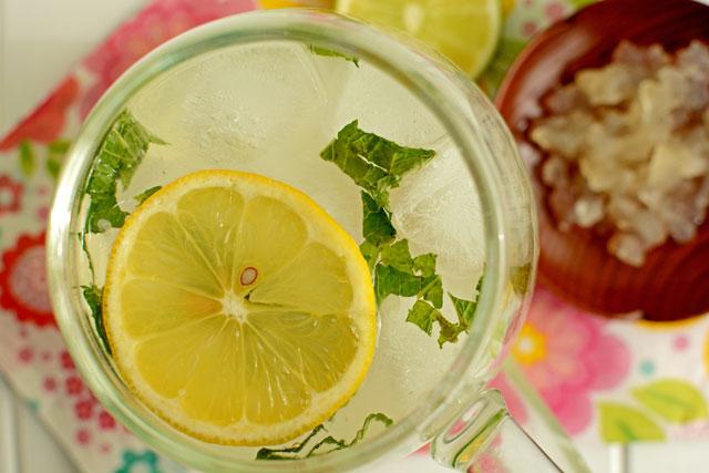 Ternyata Campuran Air Kelapa dan Lemon Memiliki 10 Khasiat Luar Biasa Seperti ini!! Berani Coba?